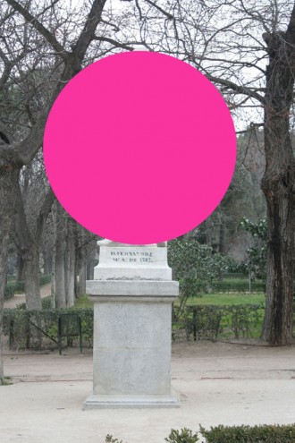 Iván-Hurtado---Monumentos-sin-poder-(2015).-Galería-de-la-Oficina,-Medellín